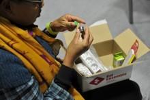 Les kits « Je réduis mes consommations d'énergie », remis aux participants, comprenant des ampoules base consommation, des multiprises, des mousseurs pour robinet, un thermomètre de douche…