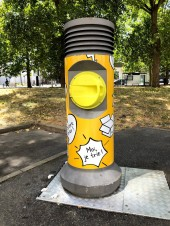 Borne de collecte pneumatique jaune à Romainville - crédit : Est Ensemble