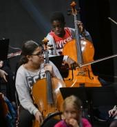 L'orchestre d'Est Ensemble, qui comprend des élèves qui bénéficient du dispositif Démos. Photo Est Ensemble / Gaël Kerbaol