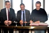 Signature de la charte avec Bertrand Kern, maire de Pantin, Ali Zahi, vice-président d'Est Ensemble délégué au développement économique et artisanal et Rémi Babinet, co-fondateur de BETC