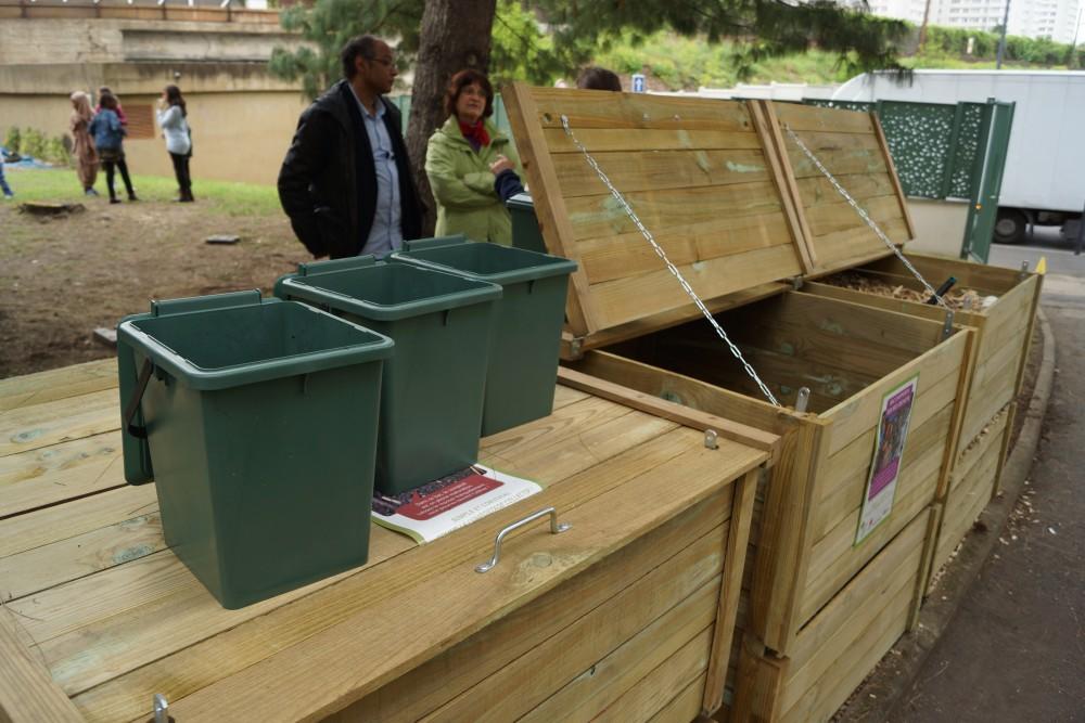 inauguration du premier composteur de quartier install. Black Bedroom Furniture Sets. Home Design Ideas